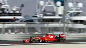 Un passaggio di Vettel nel tratto che costeggia la marina