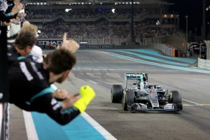 Rosberg taglia il traguardo